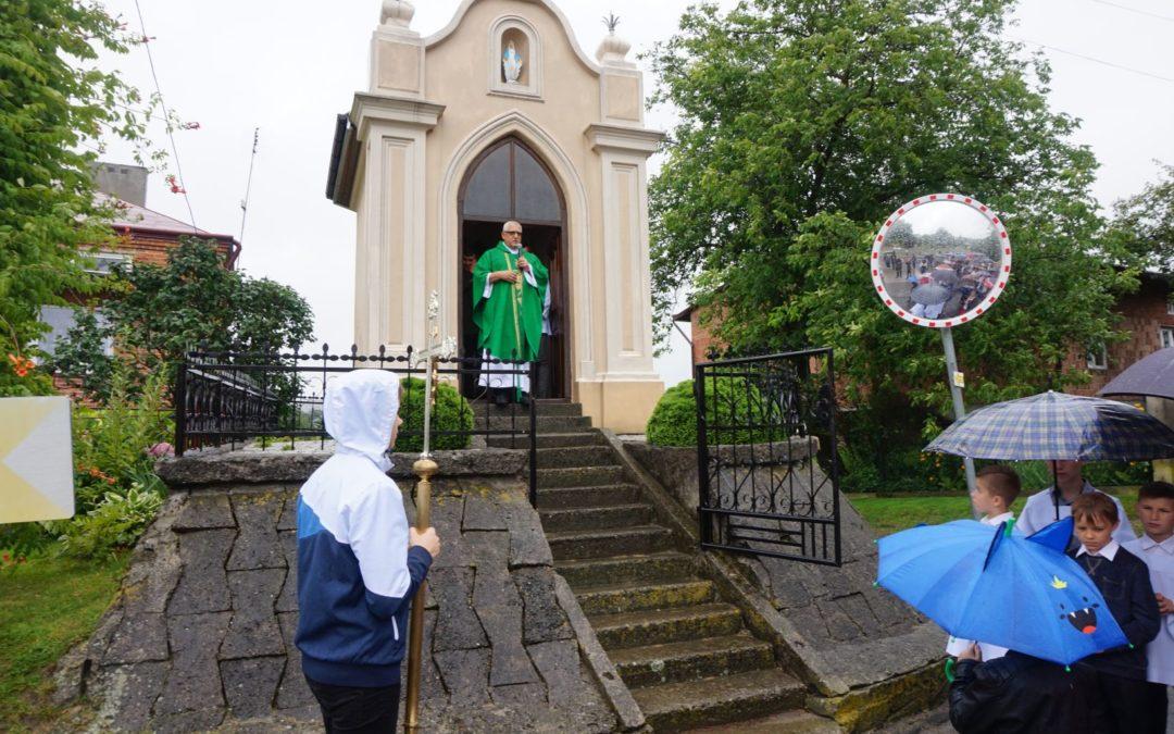 Procesja do kapliczki Matki Bożej z Góry Karmel